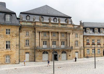 opernhaus-bayreuth-frontansicht